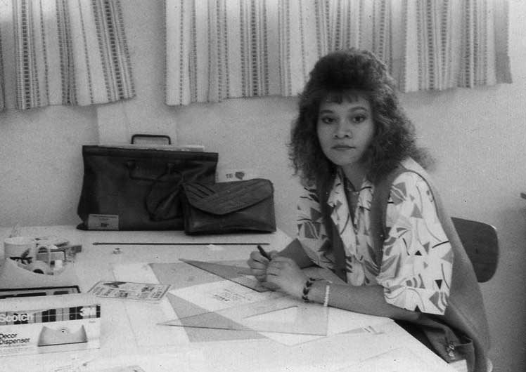 taty rivera hindes in 1986 working on a desk